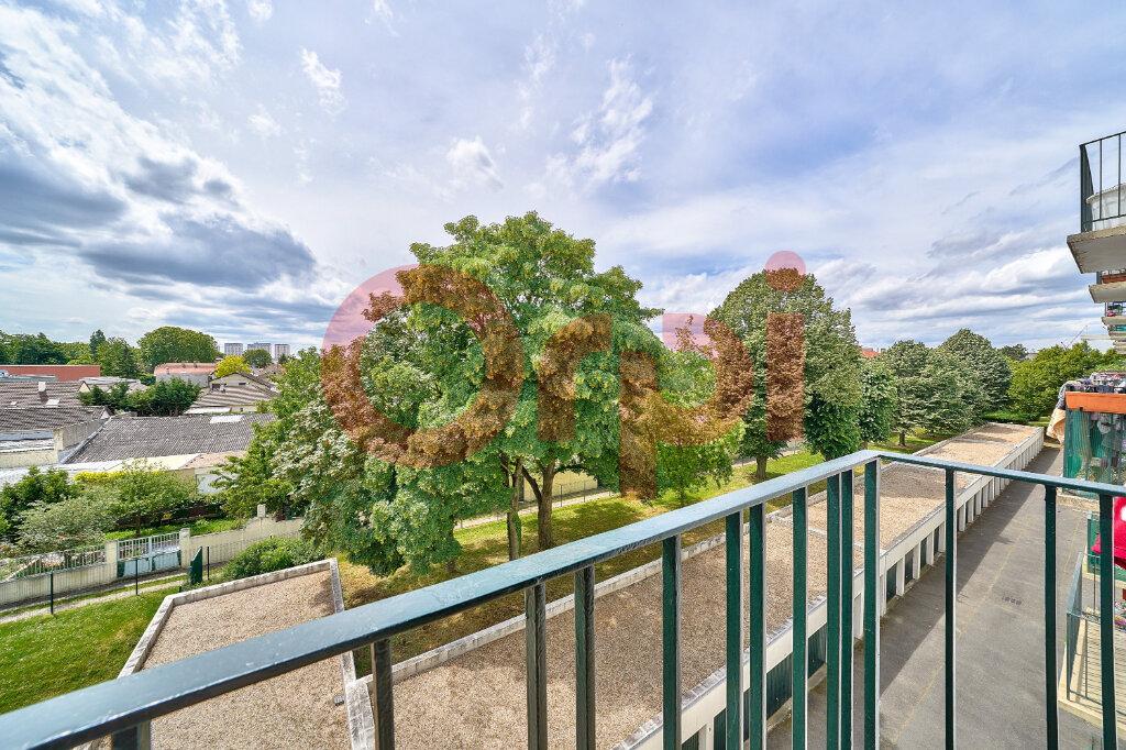 Appartement à vendre 3 61.76m2 à Villejuif vignette-3