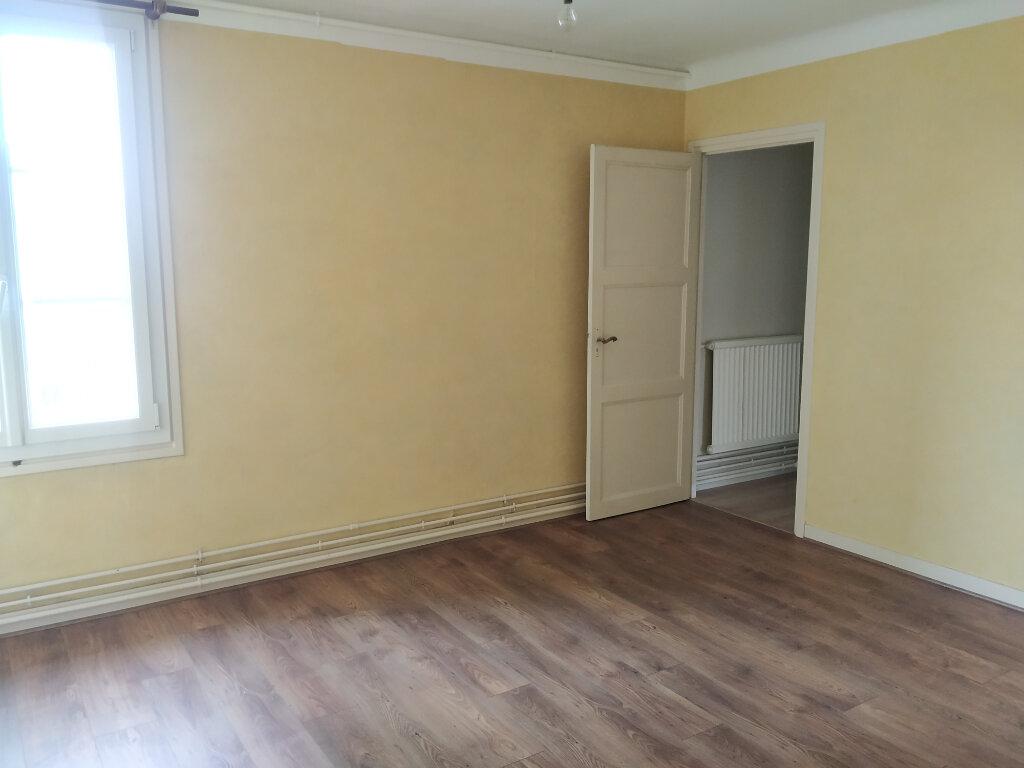 Appartement à louer 4 120.57m2 à Compiègne vignette-8