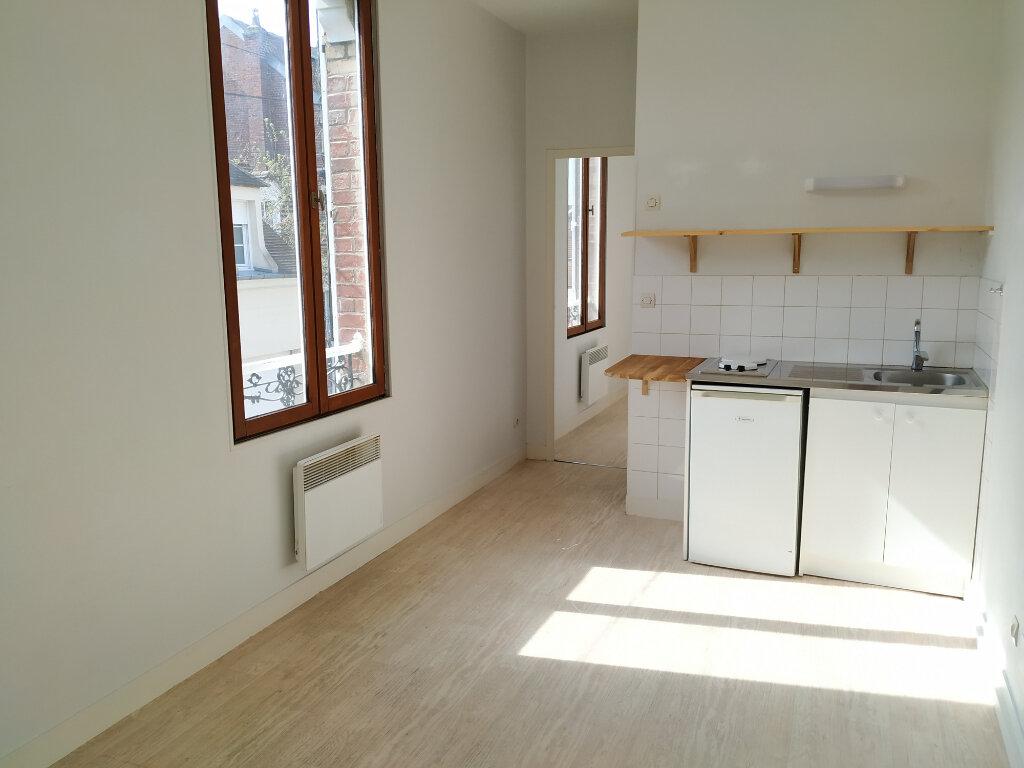 Appartement à louer 2 30.34m2 à Compiègne vignette-1