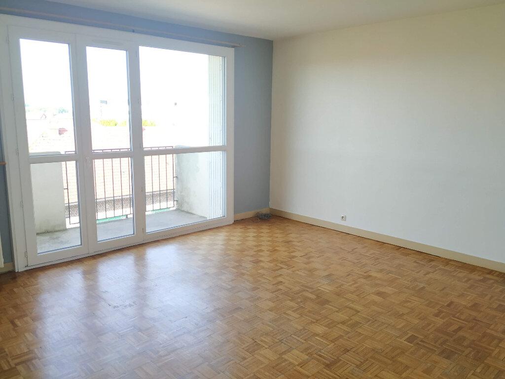 Appartement à louer 4 70.2m2 à Compiègne vignette-3