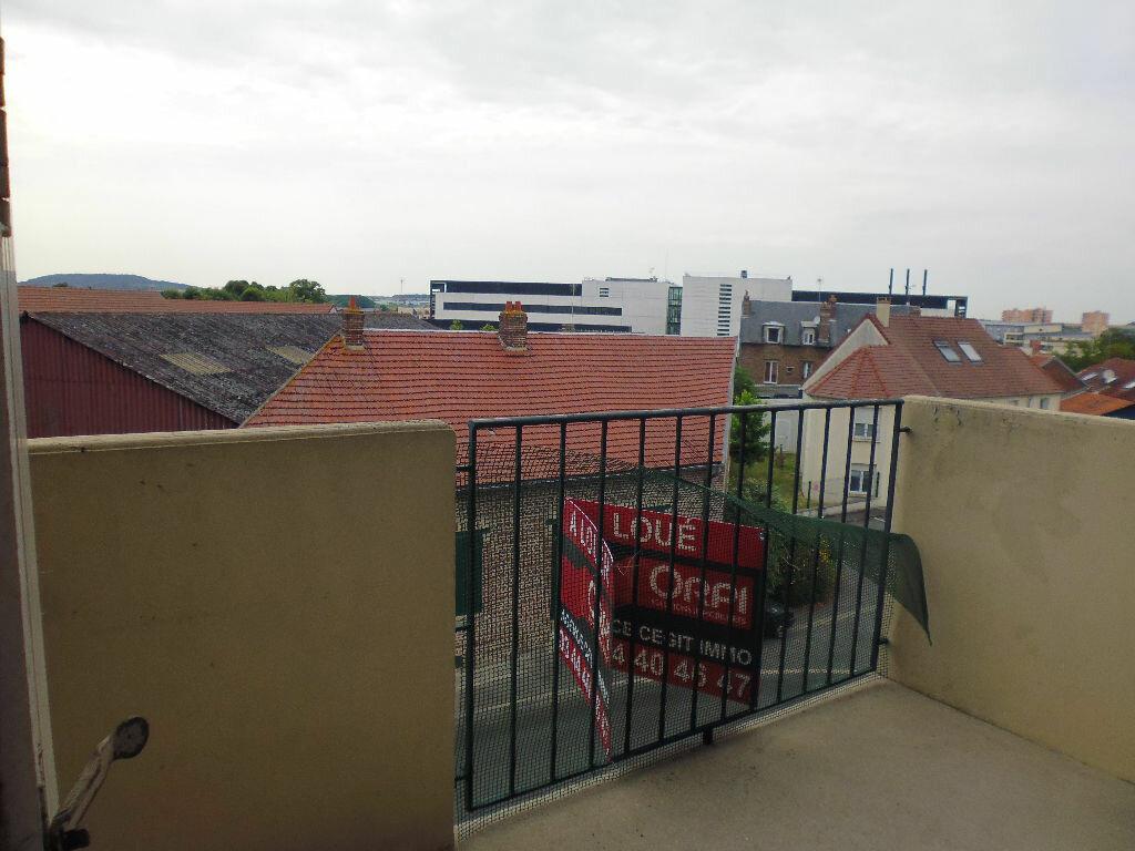 Appartement à louer 4 70.2m2 à Compiègne vignette-6