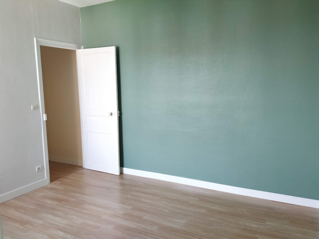 Appartement à louer 2 34m2 à Compiègne vignette-5