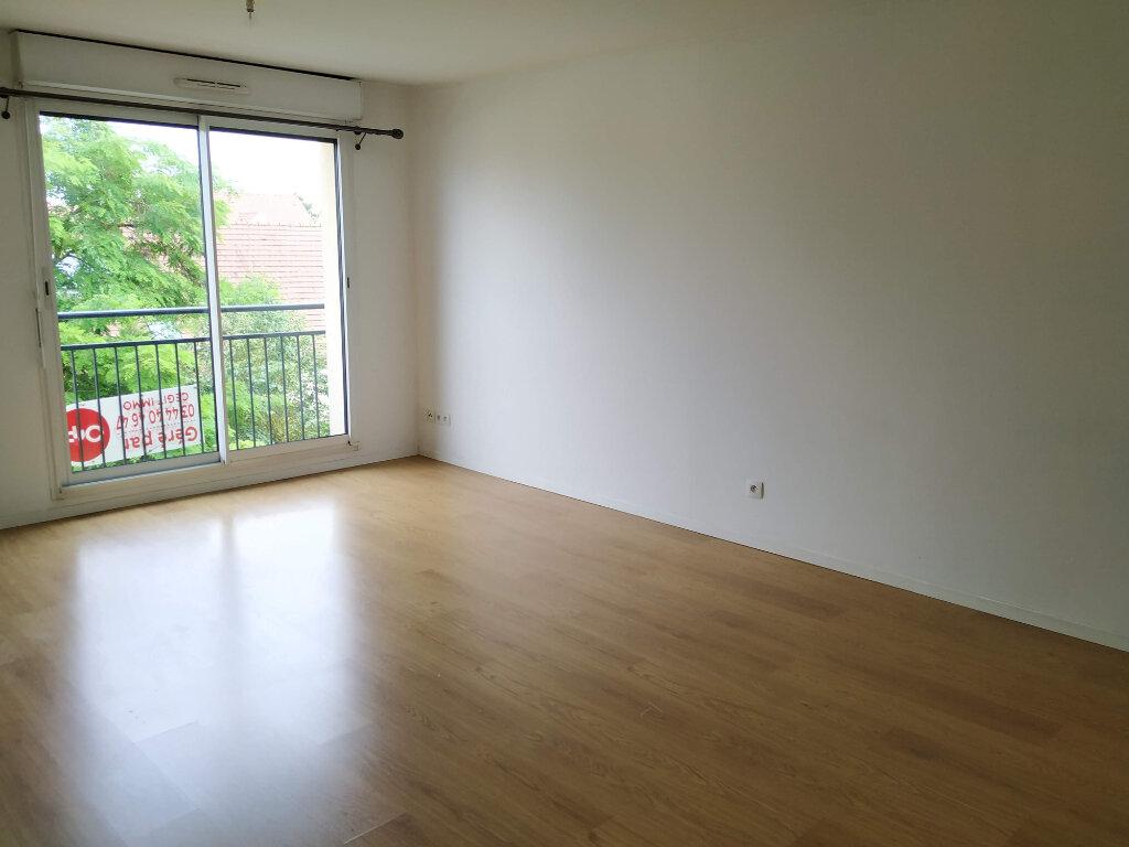Appartement à louer 3 67m2 à Compiègne vignette-2