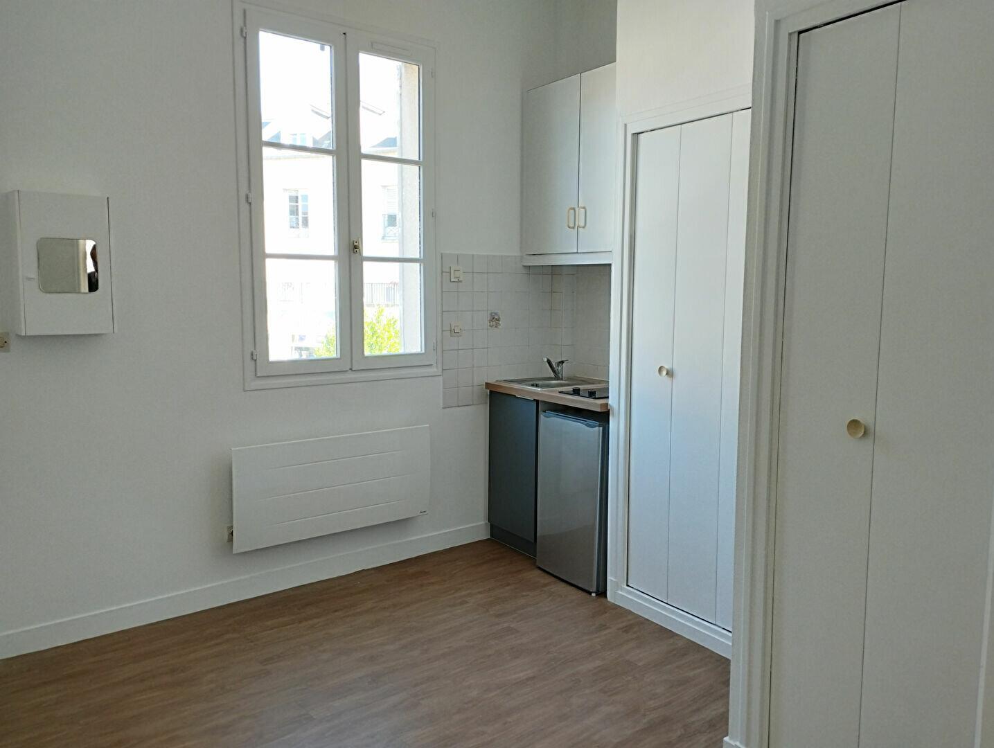 Appartement à louer 1 13.66m2 à Compiègne vignette-2