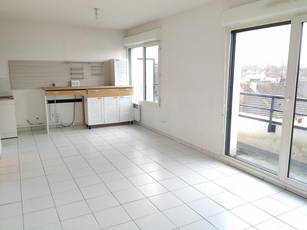 Appartement à louer 3 55m2 à Compiègne vignette-3