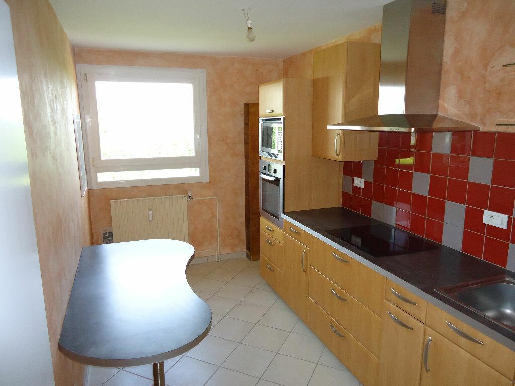 Appartement à louer 3 62.88m2 à Compiègne vignette-1