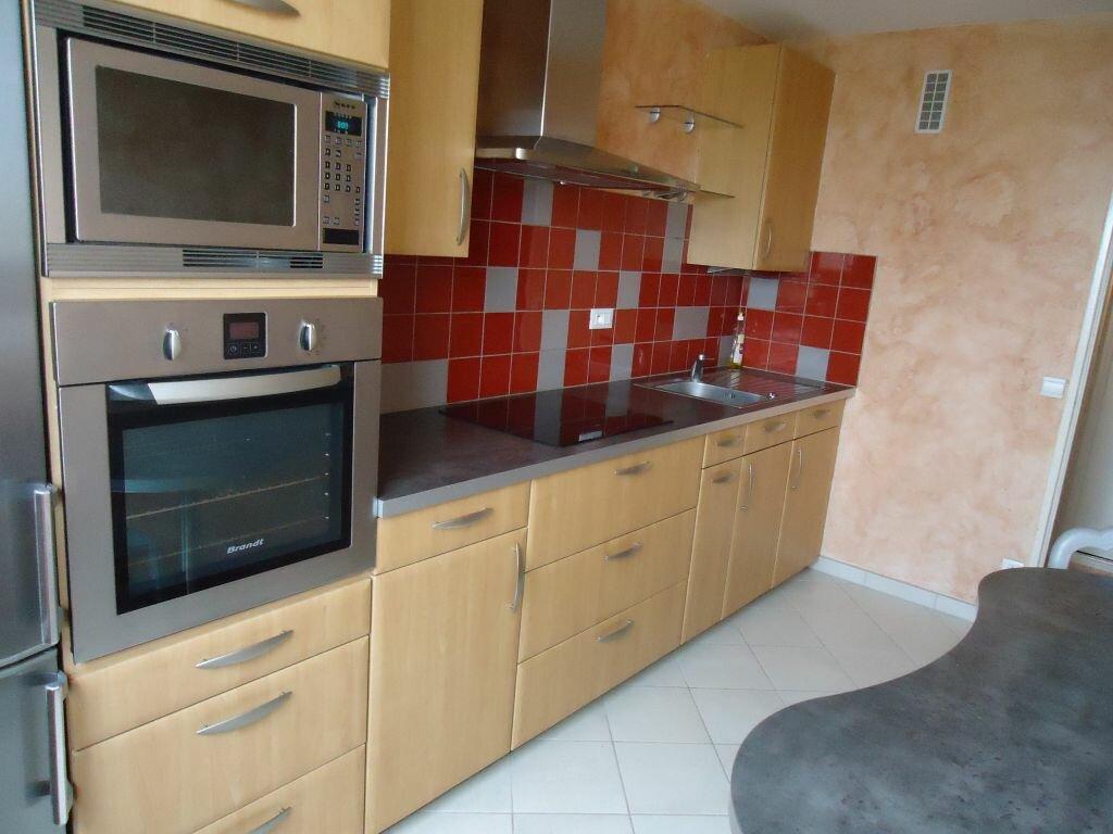 Appartement à louer 3 62.88m2 à Compiègne vignette-2