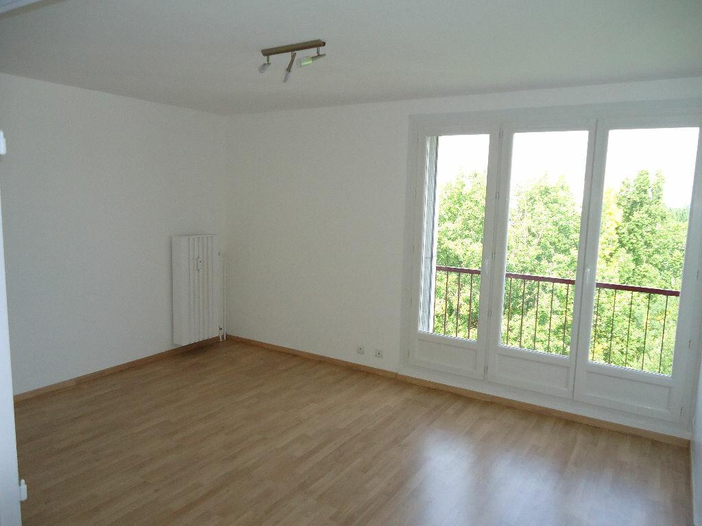 Appartement à louer 3 62.88m2 à Compiègne vignette-3