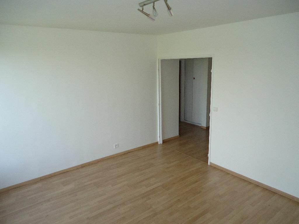 Appartement à louer 3 62.88m2 à Compiègne vignette-4