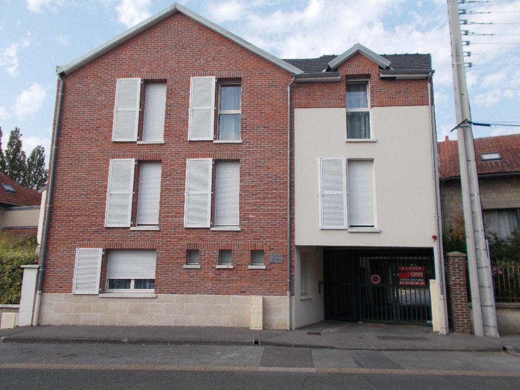 Appartement à louer 1 23m2 à Compiègne vignette-4