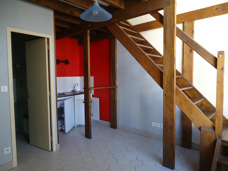 Appartement à louer 2 44m2 à Compiègne vignette-2