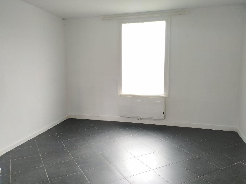 Maison à louer 3 61m2 à Compiègne vignette-4