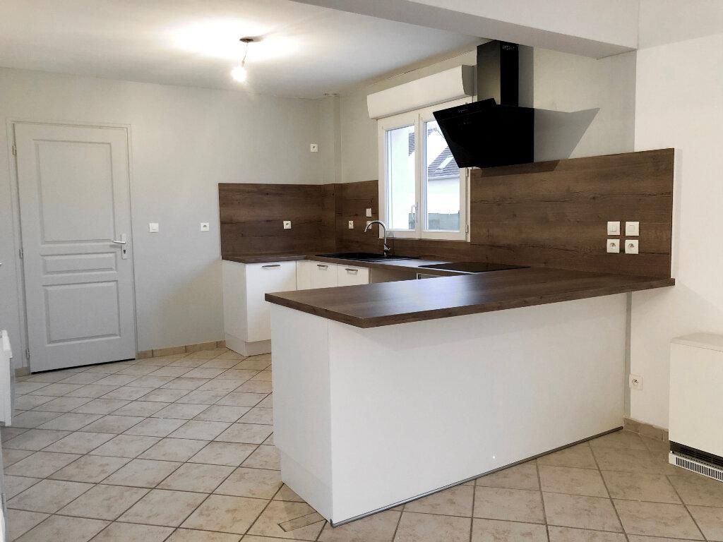 Maison à louer 4 94.34m2 à Le Plessis-Brion vignette-3