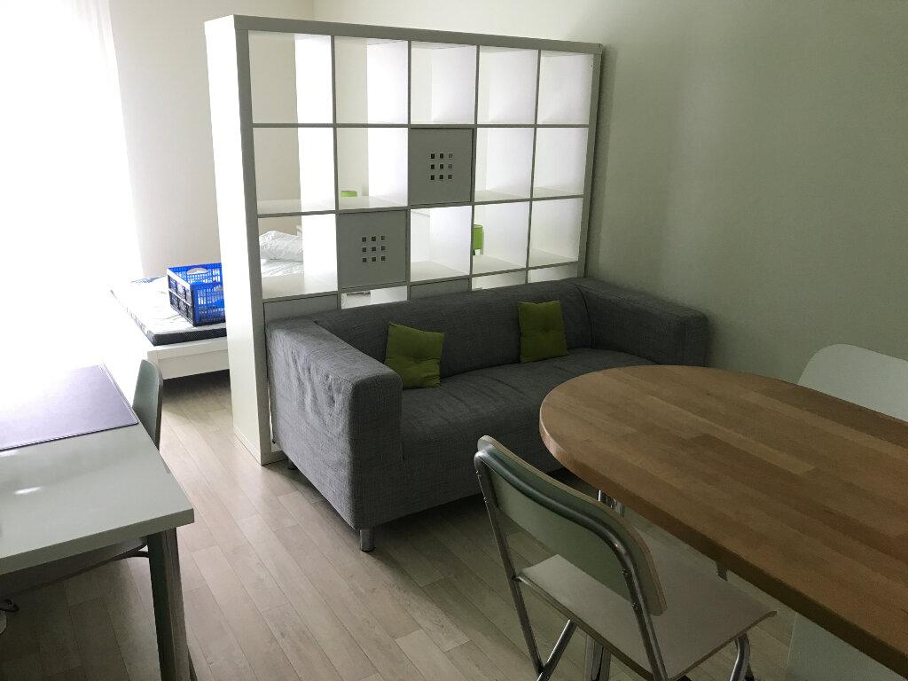 Appartement à louer 1 28m2 à Compiègne vignette-2