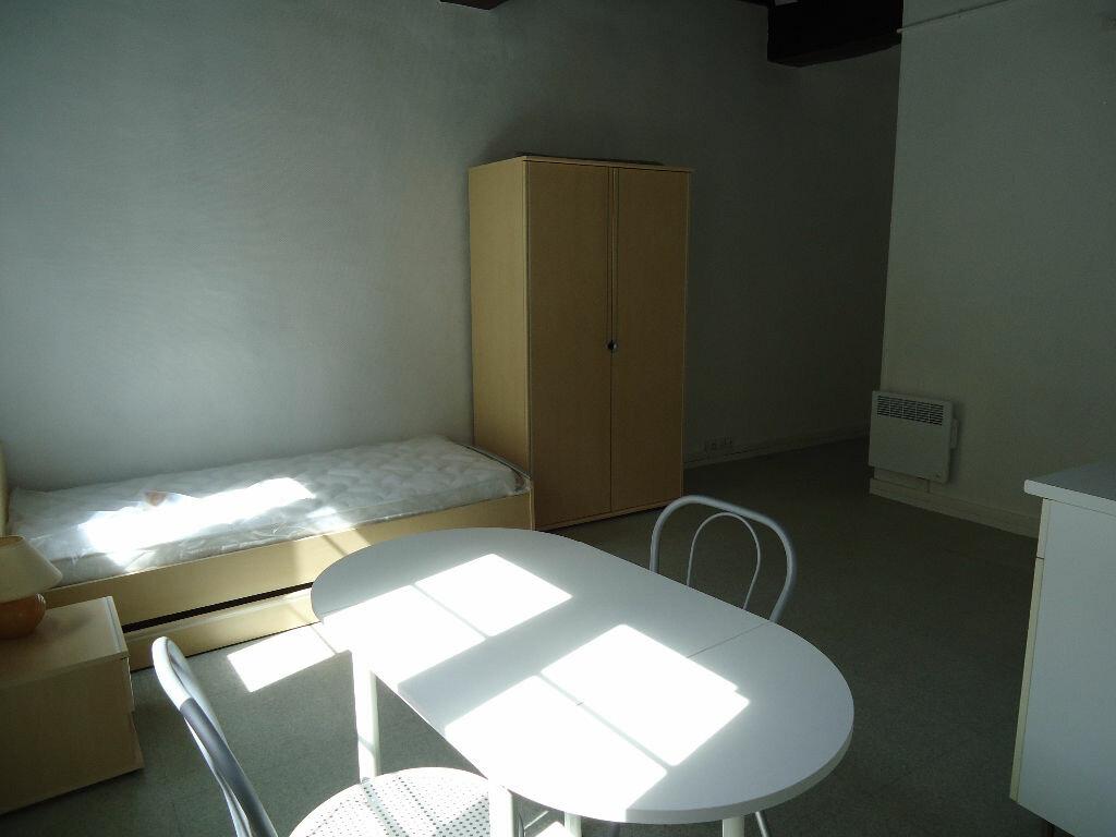 Appartement à louer 1 21.76m2 à Compiègne vignette-4