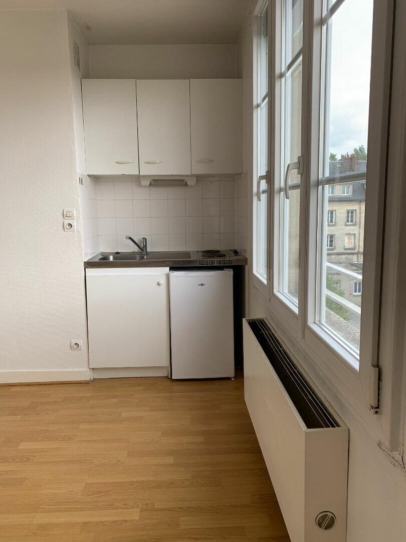 Appartement à louer 1 20m2 à Compiègne vignette-1