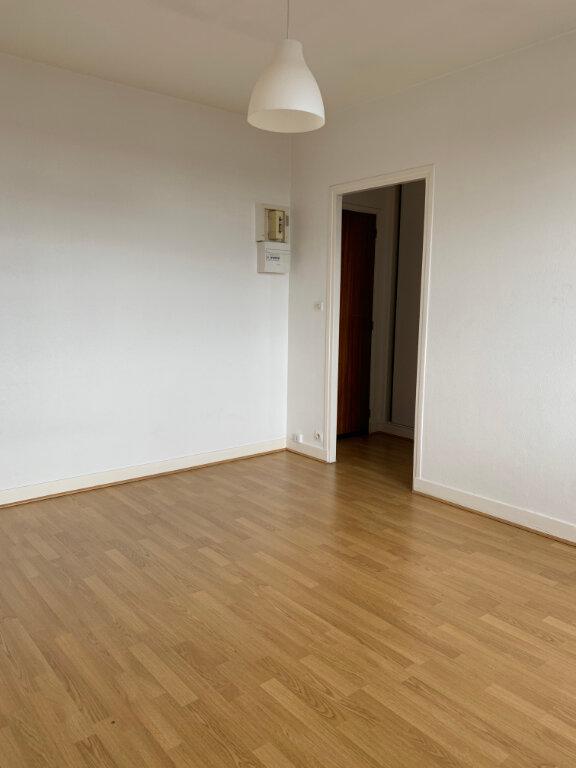Appartement à louer 1 20m2 à Compiègne vignette-2