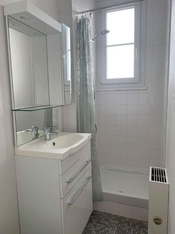 Appartement à louer 1 20m2 à Compiègne vignette-3