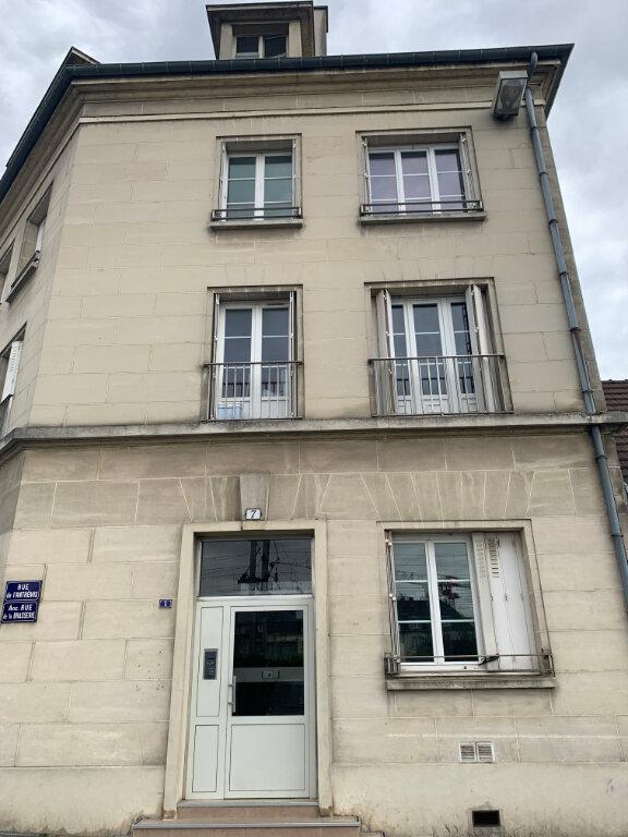 Appartement à louer 1 20m2 à Compiègne vignette-4