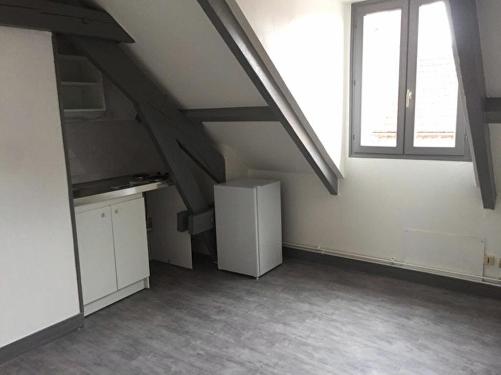 Appartement à louer 1 13.74m2 à Compiègne vignette-1