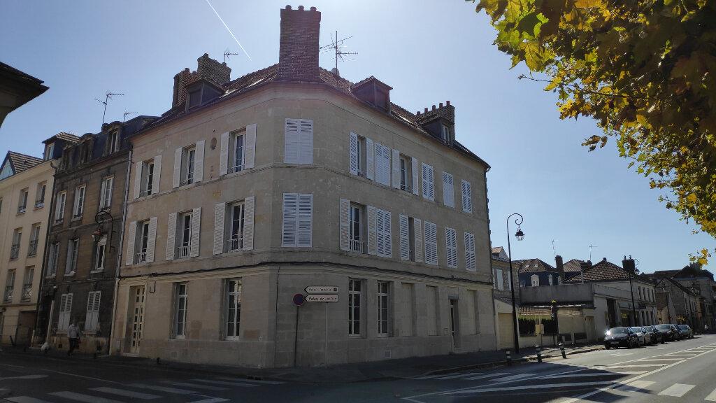 Appartement à louer 3 56.6m2 à Compiègne vignette-1