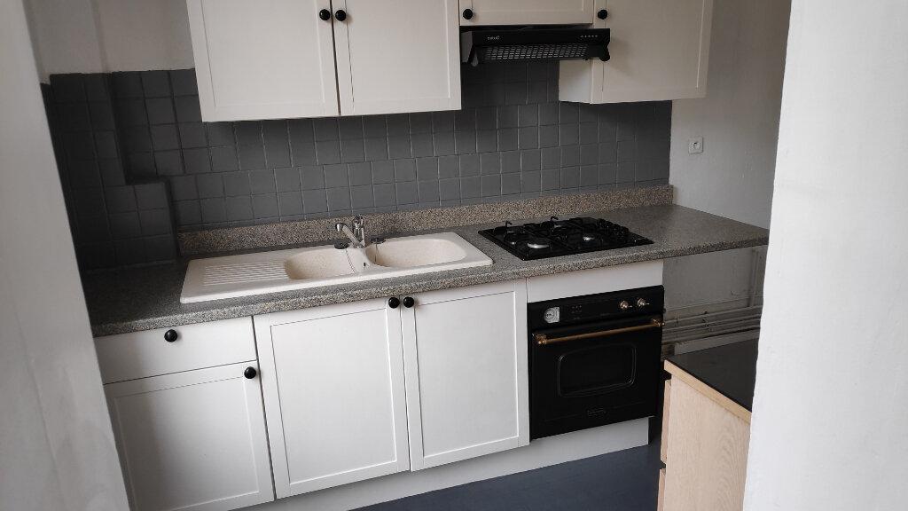 Appartement à louer 3 56.6m2 à Compiègne vignette-2