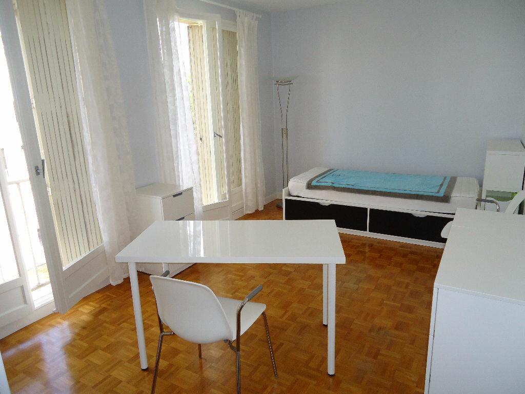 Appartement à louer 1 27m2 à Compiègne vignette-1
