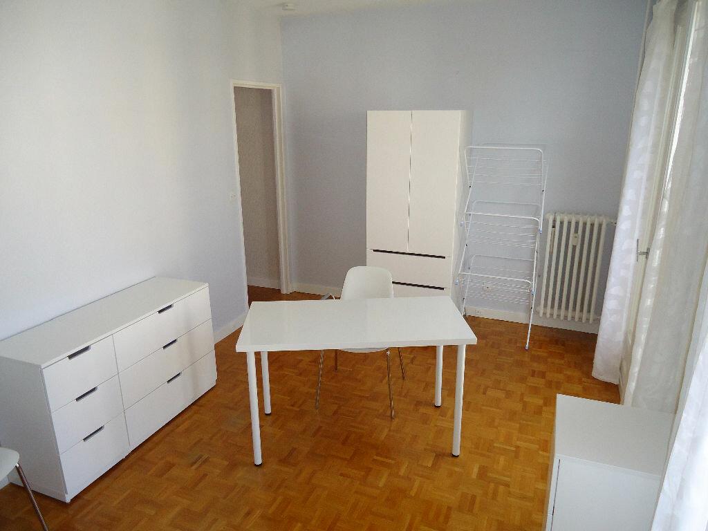 Appartement à louer 1 27m2 à Compiègne vignette-2