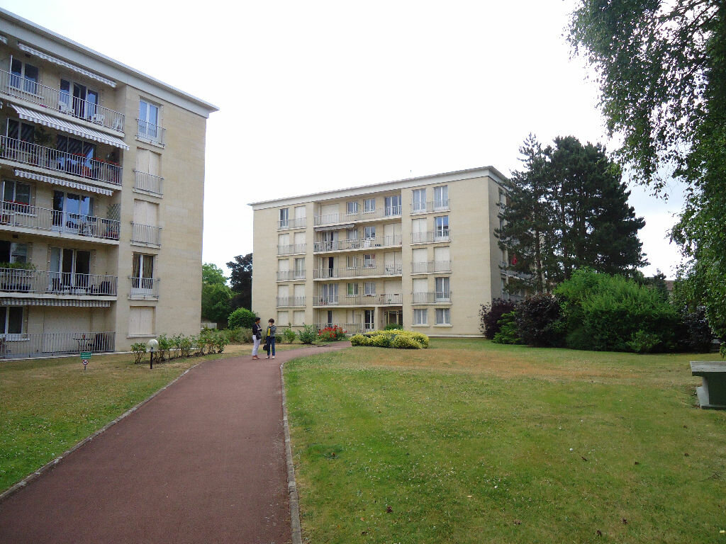 Appartement à louer 1 27m2 à Compiègne vignette-5