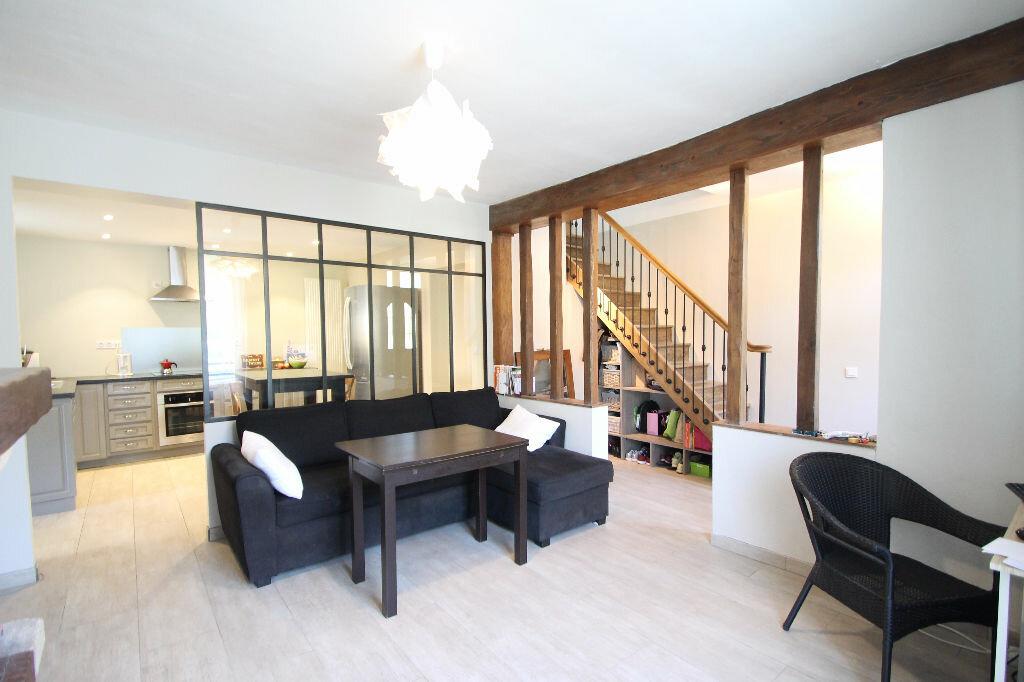 Maison à vendre 6 120m2 à Pierrefonds vignette-1