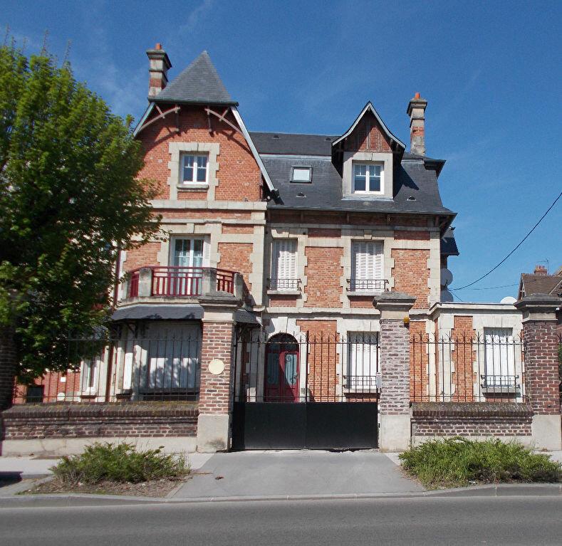 Appartement à louer 2 51.6m2 à Compiègne vignette-1