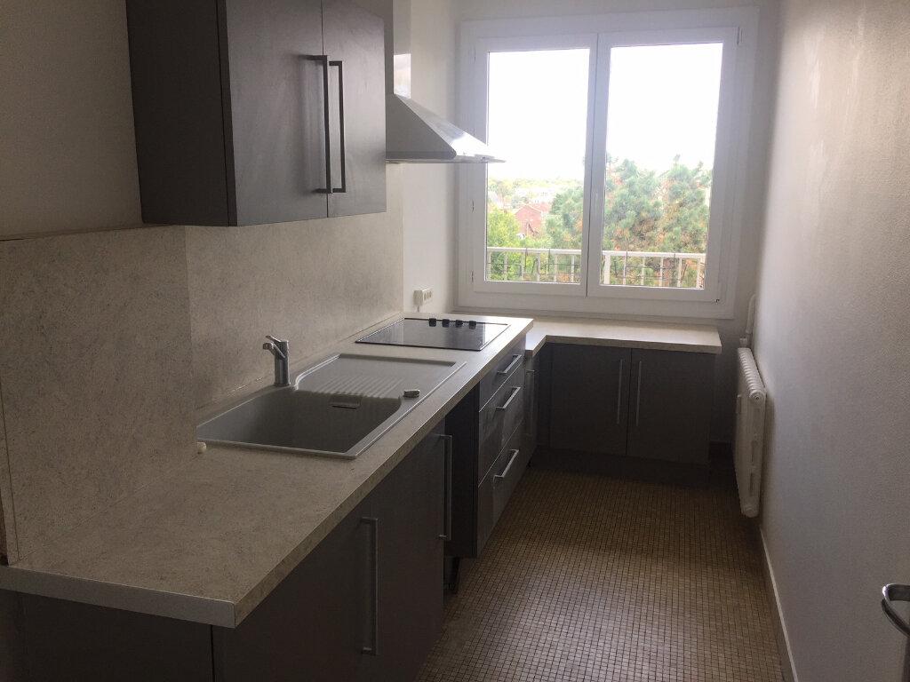 Appartement à louer 4 73.14m2 à Compiègne vignette-1