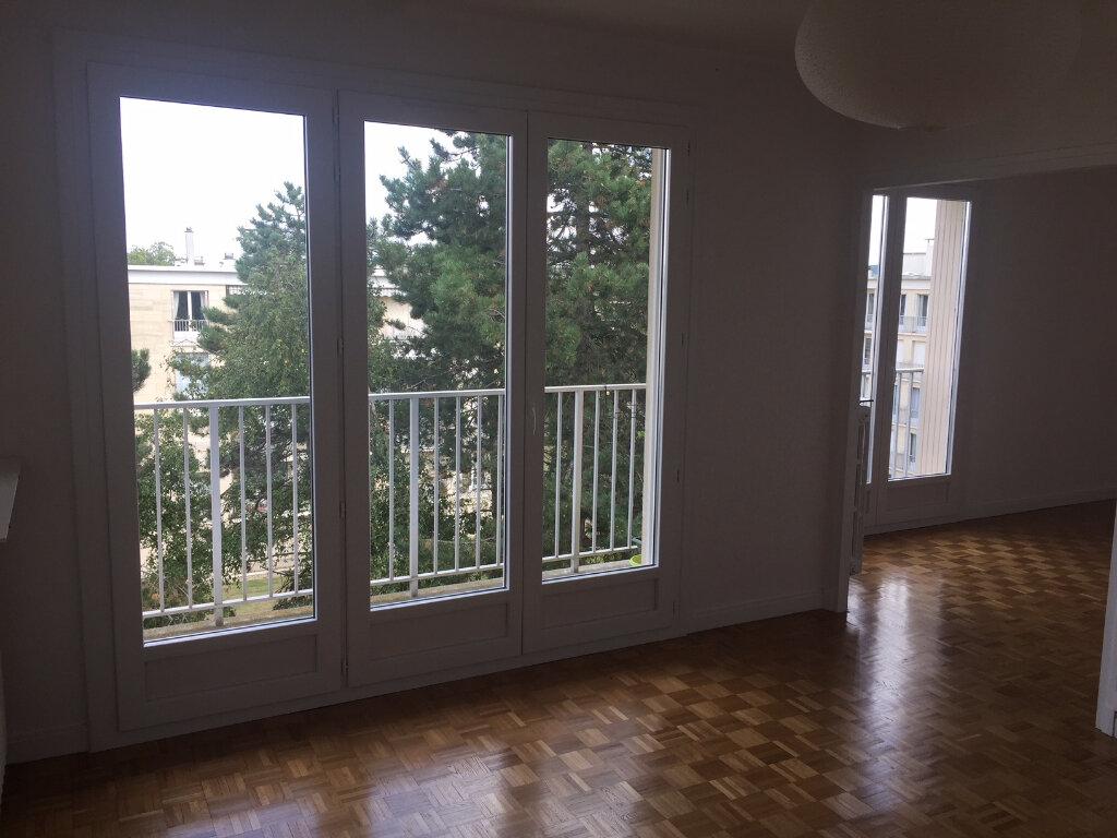 Appartement à louer 4 73.14m2 à Compiègne vignette-2