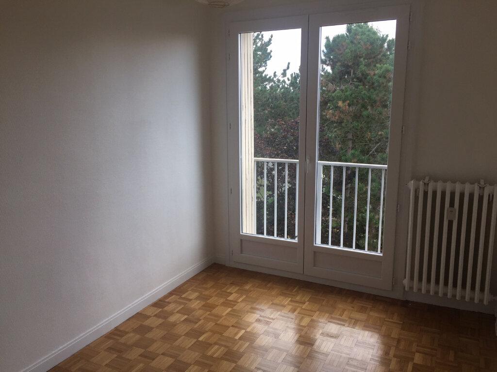 Appartement à louer 4 73.14m2 à Compiègne vignette-4