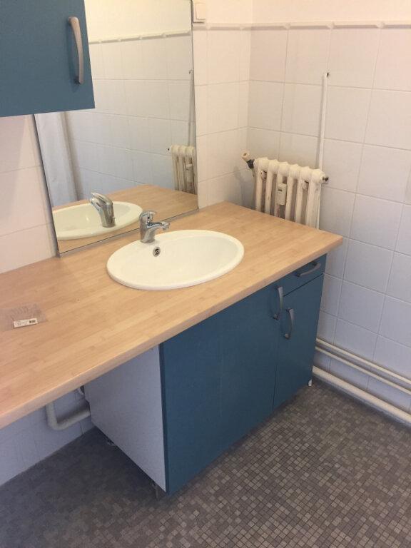 Appartement à louer 4 73.14m2 à Compiègne vignette-5
