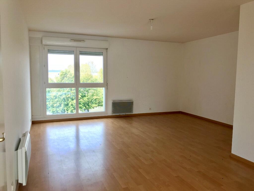 Appartement à louer 3 69.49m2 à Compiègne vignette-2
