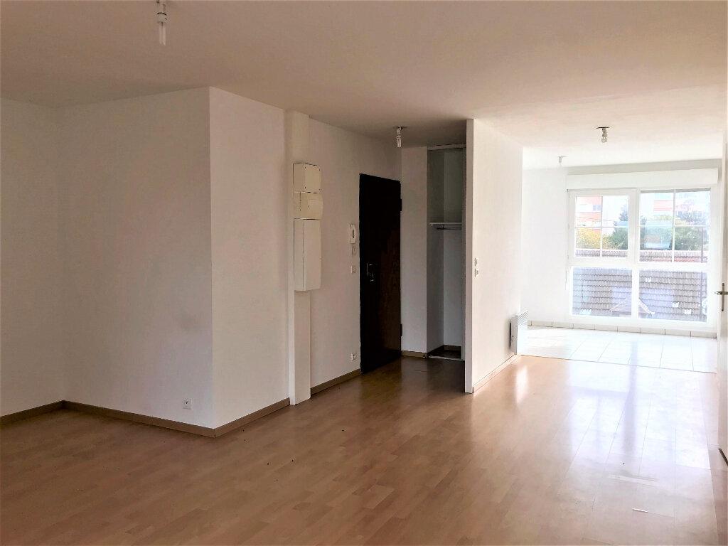 Appartement à louer 3 69.49m2 à Compiègne vignette-3