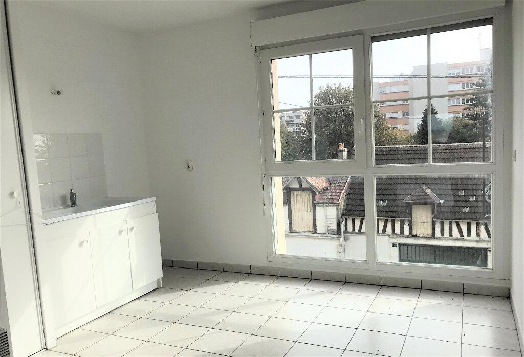 Appartement à louer 3 69.49m2 à Compiègne vignette-6