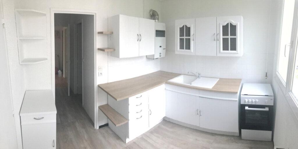 Appartement à louer 2 45.69m2 à Compiègne vignette-1