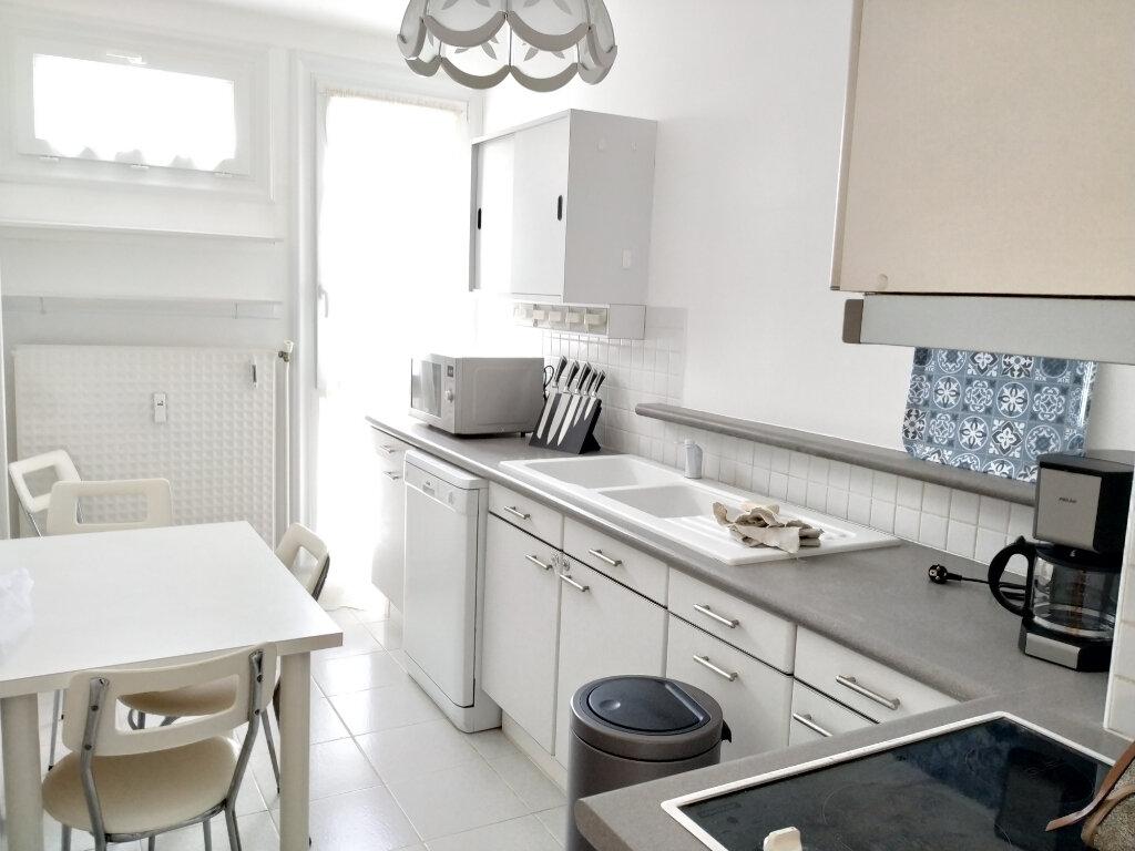 Appartement à louer 1 11.78m2 à Compiègne vignette-4