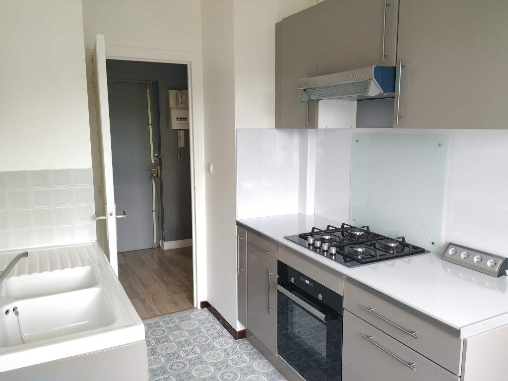 Appartement à louer 2 45.16m2 à Compiègne vignette-1