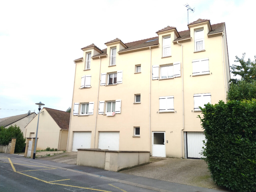 Appartement à louer 3 63m2 à Ribécourt-Dreslincourt vignette-1
