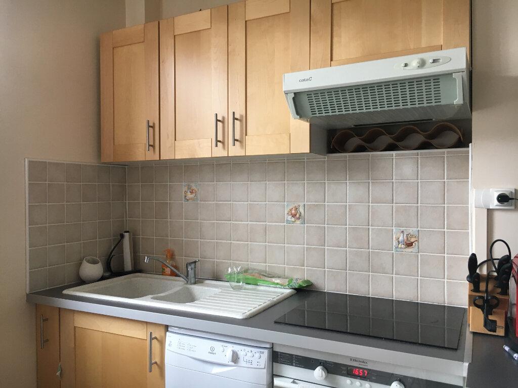 Appartement à louer 2 61.27m2 à Compiègne vignette-1