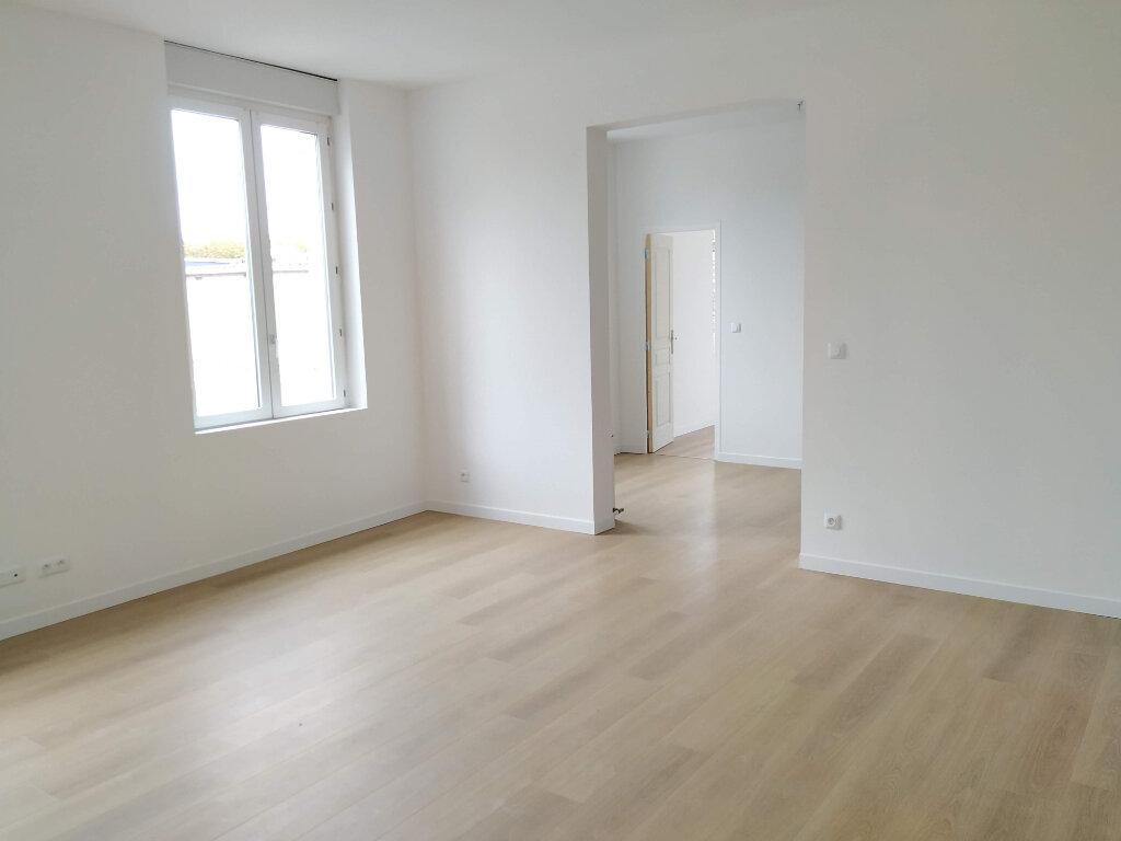 Appartement à louer 2 60m2 à Compiègne vignette-2