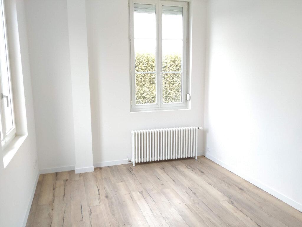 Appartement à louer 2 60m2 à Compiègne vignette-4