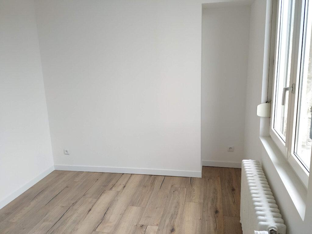 Appartement à louer 2 60m2 à Compiègne vignette-5