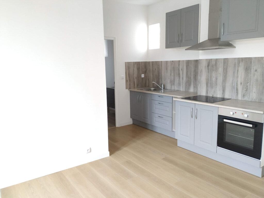 Appartement à louer 2 60m2 à Compiègne vignette-6