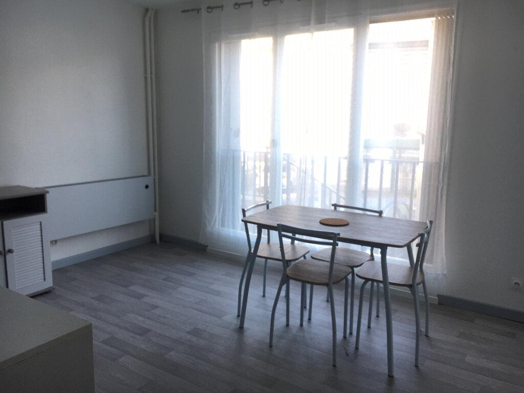 Appartement à louer 1 28.3m2 à Compiègne vignette-2