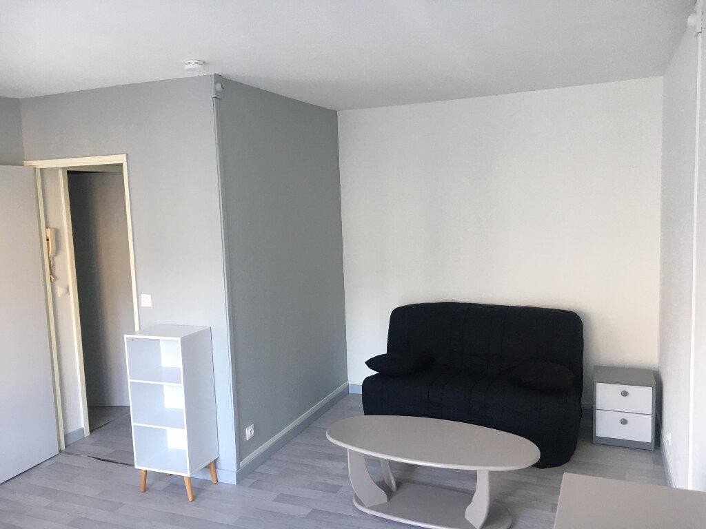 Appartement à louer 1 28.3m2 à Compiègne vignette-3