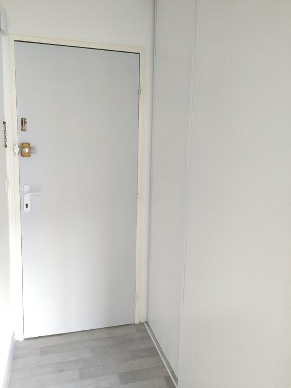 Appartement à louer 1 28.3m2 à Compiègne vignette-8